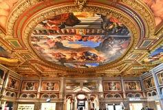 Paredes y techo complejos, adornados Imagen de archivo libre de regalías