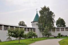 Paredes y torres del monasterio de Ipatievsky Kostroma Rusia Foto de archivo