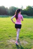 Pareggiare cinese asiatico di funzionamento della donna di forma fisica Immagini Stock Libere da Diritti