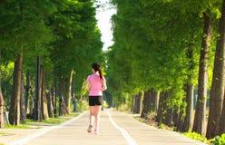 Pareggiare cinese asiatico di funzionamento di sport della donna di forma fisica Immagine Stock Libera da Diritti