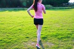 Pareggiare cinese asiatico di funzionamento di sport della donna di forma fisica Fotografia Stock