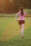 Pareggiare cinese asiatico di funzionamento di sport della donna di forma fisica Fotografie Stock