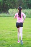 Pareggiare cinese asiatico di funzionamento di sport della donna di forma fisica Immagine Stock