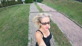 Pareggiare del selfie della donna