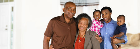 Pareja casada mayor con la familia Imagen de archivo libre de regalías
