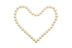 Parelhalsband in een gevormd die hart wordt geschikt Royalty-vrije Stock Afbeeldingen
