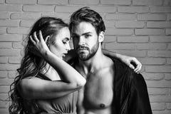 Paren in Liefde Sexy paar van minnaars stock foto's