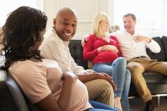 Paren in Wachtkamer van Ante Natal Clinic Stock Foto