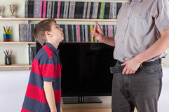 Parent no permitir la TV para su hijo Fotografía de archivo libre de regalías