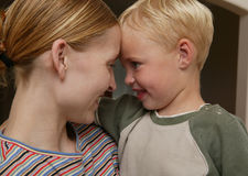 Parenting: Zeigen von Liebe Stockfotos