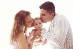 Parents affectueux tenant leur bébé garçon Photos stock