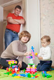 Parents and child plays with meccano Royalty Free Stock Photography