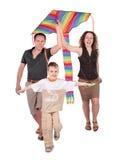 Parents et cerf-volant de début de fils Photographie stock