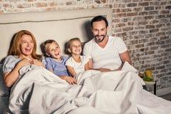 Parents et enfants ayant l'amusement Photographie stock libre de droits