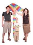 Parents, fils et cerf-volant de couleur Photographie stock libre de droits