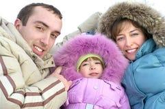 Parents heureux avec le descendant en fonction à neiger Photographie stock libre de droits