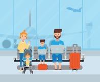 Parents heureux voyageant avec leurs enfants à l'aéroport Photo stock