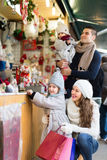 Parents with kids at  X-mas market Royalty Free Stock Photos