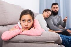 Parents a la hija que da una conferencia Foto de archivo libre de regalías