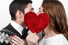 Pares à moda felizes no amor Foto de Stock Royalty Free