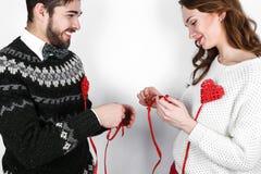 Pares à moda felizes no amor Fotografia de Stock Royalty Free