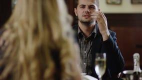 Pares adaptación para arriba restaurante metrajes