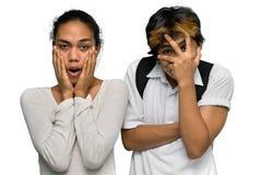 Pares adolescentes dados una sacudida eléctrica del muchacho del emo asiático Foto de archivo libre de regalías