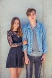 Pares adolescentes en amor Fotografía de archivo libre de regalías