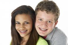 Pares adolescentes en estudio Imágenes de archivo libres de regalías