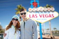 Pares adolescentes en sombras sobre la muestra de Las Vegas Imagen de archivo libre de regalías