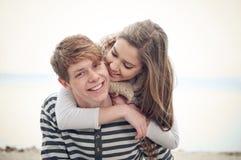 Pares adolescentes felices Fotografía de archivo libre de regalías