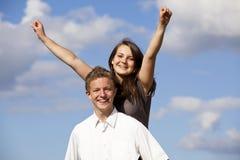 Pares adolescentes felices que animan Fotografía de archivo libre de regalías