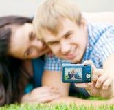 Pares adolescentes felices que toman la imagen Fotos de archivo