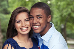 Pares adolescentes junto Foto de archivo libre de regalías