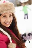 Pares adolescentes que têm a luta do Snowball Imagem de Stock Royalty Free