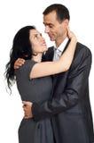 Pares adultos jovenes en el amor, la mujer hermosa romántica y el hombre hermoso aislados en el fondo blanco Imagen de archivo libre de regalías