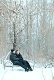Pares adultos que descansam no parque Fotografia de Stock