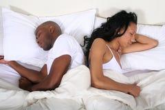 Pares africanos de Amrican en cama Fotos de archivo libres de regalías