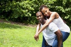 Pares africanos de sorriso felizes Imagem de Stock Royalty Free