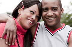 Pares africanos felices Foto de archivo