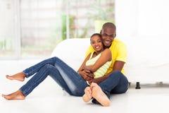 Pares africanos românticos Imagens de Stock