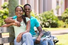 Pares afro-americanos da universidade Fotografia de Stock Royalty Free