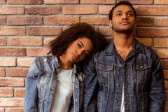 Pares afroamericanos atractivos fotografía de archivo libre de regalías
