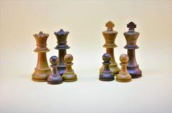 Pares alegres As organizações novas da família foto de stock royalty free