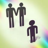 Pares alegres com criança, desejo para a criança, matrimônio homossexual, estatuetas Fotos de Stock