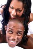 Pares americanos africanos felices imagen de archivo