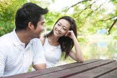Pares asiáticos atractivos Imagenes de archivo
