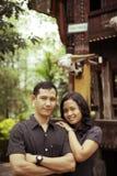 Pares asiáticos do sudeste ao ar livre Fotografia de Stock Royalty Free