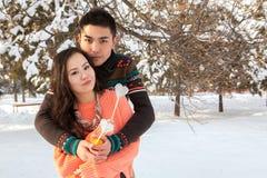 Pares asiáticos en amor Imágenes de archivo libres de regalías