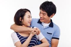Pares asiáticos jovenes felices Imagen de archivo